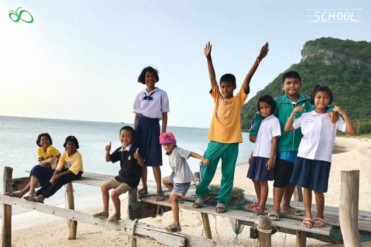 นร. 9 ครู 2 คนบนเกาะห่างไกล กับโจทย์การศึกษาที่เหมือนกับเด็กทั้งประเทศ